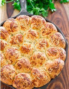 This Italian Skillet Pull Apart Bread is incredibly easy to make using frozen bread rolls, rolled in an Italian herbed melted butter and sprinkled with cheese. Only 4 ingredients, a lot of fun to make, more fun to eat and so delicious! Pureed Food Recipes, Greek Recipes, Cooking Recipes, The Kitchen Food Network, Skillet Bread, Greek Sweets, Pull Apart Bread, Meatloaf Recipes, Italian Dishes