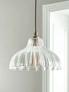 Whether you're looking for a vintage flex set for your kitchen or an antique chandelier for your bedroom, Cox & Cox have a huge range of creative ceiling lights. Lighting Uk, Luxury Lighting, Modern Lighting, Lighting Design, Diy Pendant Light, Kitchen Pendant Lighting, Traditional Pendant Lighting, Lampe Art Deco, Dream Homes