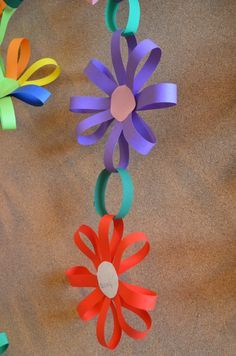 how to make a flower-shaped paper chain
