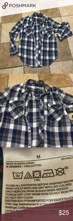Mens Gap Button Down Men's Classic button down, plaid with two top pockets. All snap buttons are attached. Worn a few times. Could be unisex. I wore it over a long sleeve black dress in the office (it was cold in there). Super comfy, great with distressed denim over a tank or just as a shirt. No stains no pulls. ⭐️Open to offers.⭐️ GAP Shirts Casual Button Down Shirts