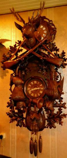Big Beautiful cuckoo clock, cuckoo Movement musical and percussion, Animals have glass eyes-High 143cm 0.77 cm wide -Diep under 0.35 cm above the cap 0.58 cm