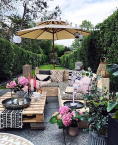 'Looking Down' the garden (for and a bit of a change of perspective for you on the patio makeover (btw this parasols… Outdoor Rooms, Outdoor Gardens, Outdoor Living, Outdoor Decor, Outdoor Patios, Outdoor Kitchens, Cozy Backyard, Backyard Patio Designs, Backyard Retreat