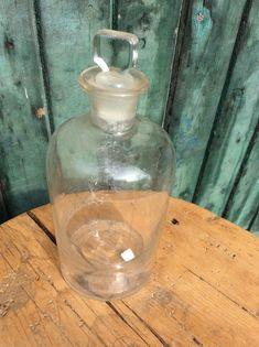 Bouteille en verre avec bouchon de verre – produit chimique ou pharmaceutique -  clear glass bottle STOPPER – fin des années  1800 ??? Embossée en dessous :  500 - 15$