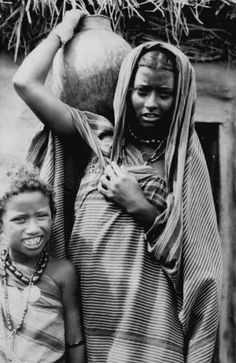 Africa | Woman and child.  Somalia | Scanned postcard