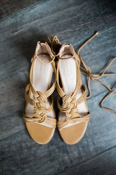 bohemian wedding shoes Mustard wedding shoes with patterns made of leather straps and with ankles traps look very boho and vintage-inspired. Boho Wedding Shoes, Wedding Boots, Wedding Heels, Bridal Shoes, Lace Up Heels, Ankle Strap Heels, Mustard Wedding, Vintage Inspiriert, Leather Booties