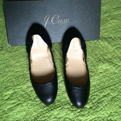 ❤️TODAY ONLY❤️ J Crew EMMA ballet flats J crew ballet flats in size 6. Shoe was lightly used and looks and could passed for new. As stated by J. crew that's it's leather. Smoke free and pet free. J. Crew Shoes Flats & Loafers
