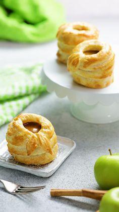 64 new Ideas fruit tart puff pastry apple desserts Apple Desserts, Apple Recipes, Just Desserts, Dessert Recipes, Gourmet Desserts, Plated Desserts, Chocolate Pop Tarts, Puff Pastry Desserts, Puff Pastries