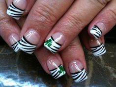 St. Pattys nails..... So wanna do this