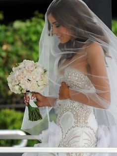 white lace sweetheart wedding dress Ozel Tasarim dantel low back strapless mermaid long train veil biedermeier roses wedding bouquet