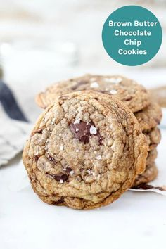 These Soft and Chewy Brown Butter Chocolate chip cookies are made with a nutty brown butter, chunks of dark chocolate and a touch of sea salt on top. They are perfectly crispy on the edges but soft and chewy in the middle. Salted Chocolate Chip Cookies, Chocolate Chip Oatmeal, Dark Chocolate Chips, Chocolate Recipes, Caramel Cookies, Chocolate Chocolate, Chocolate Explosion Cake, Brown Butter, Cupcake Cookies