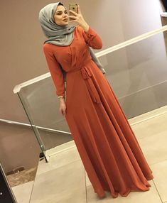 G r nt n n olas i eri i 1 ki i Modest Fashion Hijab, Modern Hijab Fashion, Abaya Fashion, Muslim Fashion, Fashion Dresses, Hijab Evening Dress, Hijab Dress Party, Hijab Outfit, Dress Outfits
