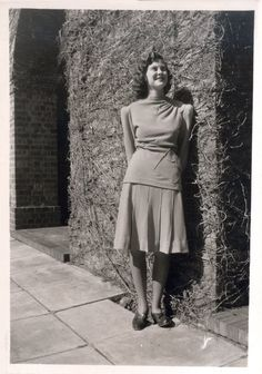 1940s - Cape Town, South Africa (University Campus) Modern Fashion, Vintage Fashion, Cape Town, Vintage Images, 1940s, South Africa, University, High Neck Dress, African