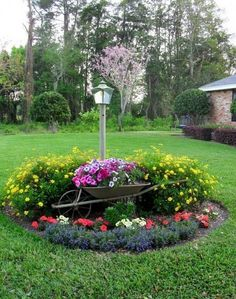 Idea for lamp. Flower Bed with Wheelbarrow Planter Idea for lamp. Flower Bed with Wheelbarrow Planter Beautiful Flowers Garden, Amazing Flowers, Beautiful Gardens, Landscaping Around Trees, Front Yard Landscaping, Country Landscaping, Mulch Landscaping, Corner Landscaping Ideas, Railroad Ties Landscaping
