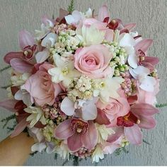 Inspiração de buquê temos!!! Inspire-se! . . . . . 📷 Aqui em nossa página ajudamos com varias inspirações deste mundo maravilhoso de… Lily Bouquet Wedding, Bridal Bouquet Pink, Purple Wedding Bouquets, Wedding Flower Arrangements, Bride Bouquets, Bridal Flowers, Floral Bouquets, Bridesmaid Bouquet, Floral Wedding
