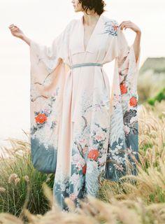 Might Be the Prettiest Bridal Kimono Ever. This Might Be the Prettiest Bridal Kimono Ever. Japanese Fashion, Asian Fashion, Japanese Style, Traditional Japanese, Kimono Fashion, Fashion Outfits, Yukata, Wedding Inspiration, Wedding Ideas