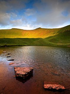 Pen y Fan from Llyn Cwm Llwch, Brecon Beacons National Park Wales Uk, South Wales, Beautiful Islands, Beautiful Places, Brecon Beacons, Snowdonia, England And Scotland, Places Of Interest, British Isles