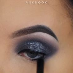 Looking for for inspiration for your Halloween make-up? Browse around this site for unique Halloween makeup looks. Maquillaje Smokey Eyes, Smoky Eyeshadow, Eyeshadow Tips, Eyeshadow Looks, Eyeshadow Makeup, Crazy Eyeshadow, How To Do Eyeshadow, Eyeshadow Techniques, Orange Eyeshadow