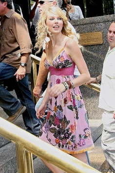 Taylor Swift- I WISH SHE WOULD GROW HER HAIR BACK OUT!