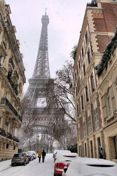 Paris covered in snow… (via pinterest)