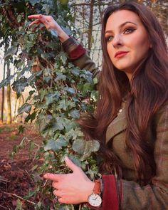 🌿 My soul is tuned to the quietness, peace & stillness that nature inspires 🌿~ 𝔖𝔥𝔦𝔨𝔬𝔟𝔞 . Tweed: Watch: off with . Country Wear, Country Fashion, Country Outfits, Country Girls, Tweed Suits, Tweed Jacket, Tartan, Charlotte, England