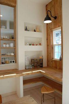 漆喰や木の自然素材をふんだんに使ったナチュラルテイストにレトロ感をプラスした2階建てハウス Cafe Interior, Interior Exterior, Kitchen Interior, Desk In Living Room, Interior Decorating, Interior Design, Tiny Spaces, Love Home, Fashion Room