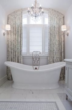 This beautiful combination of drapes and blinds creates a beautiful and functional bathroom. House Bathroom, Bathroom Inspiration, Drapes And Blinds, Bathroom Decor, Home, Bathroom Design, Green Bathroom, Luxury Master Bathrooms, Elegant Bathroom
