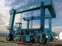 Grúa pórtico automotor de 300t desarrollada por GH Cranes & Components para el puerto de Hendaya.