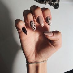 Leopard Nails Nude Nails - Nails How to use nail polish? Nail polish in your friend's nails looks perfect, nevertheless, you can't ap Summer Acrylic Nails, Best Acrylic Nails, Spring Nails, Summer Nails, Acrylic Art, Neutral Nail Polish, Gel Polish, Nagellack Design, Round Nails