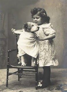 21 Delightful Vintage Photos Of Animals - I Can Has Cheezburger? 21 Delightful Vintage Photos Of Animals - World's largest collection of cat memes and other animals Vintage Children Photos, Images Vintage, Vintage Dog, Vintage Pictures, Vintage Photographs, Antique Photos, Vintage Ladies, Dogs And Kids, Animals For Kids