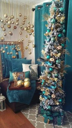 25 Elegant Winter Holiday Decors with Blue Accent Peacock Christmas Tree, Rose Gold Christmas Decorations, Slim Christmas Tree, Christmas Tree Themes, Christmas Tree Toppers, Christmas Home, Holiday Decor, Winter Holiday, Frozen Christmas Tree