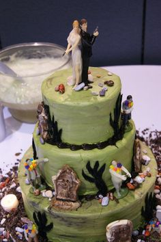 Bigby and snow wedding cakes