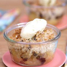 overnight oats with yogurt \ overnight oats . overnight oats in a jar . overnight oats with yogurt Vegetarian Recipes Videos, Healthy Recipe Videos, Easy Healthy Recipes, Healthy Breakfast Recipes, Healthy Snacks, Snack Recipes, Dessert Recipes, Dessert Healthy, Dessert Bars