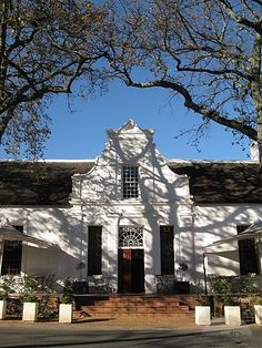 Cape Dutch Architecture Colonial Architecture, Amazing Architecture, Architecture Details, Cape Colony, South Afrika, Cape Dutch, Dutch House, Dutch Colonial, Out Of Africa