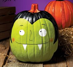 This Frankenstein-inspired pumpkin is perfect for Halloween parties and décor. Recetas Halloween, Casa Halloween, Holidays Halloween, Halloween Pumpkins, Halloween Crafts, Holiday Crafts, Holiday Fun, Happy Halloween, Halloween Party