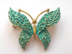 VINTAGE 50'S TURQUOISE BLUE GREEN GOLD TONE BUTTERFLY INSECT BUG BROOCH