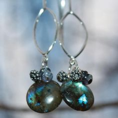 Aura Busters.     Labradorite is a power stone, allowing you to see through illusions and determine the actual form of your dreams and goals. It is excellent for strengthening intuitions.  Use labradorite to:    Stimulate imagination  Develop enthusiasm and thus, new ideas  To see more clearly in meditation
