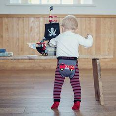 Doe mee aan de prijsvraag en maak kans op een Blade and Rose jongensbroekje! Onze Suus mag namens Apenkopje drie stoere maillots voor jongens weggeven.