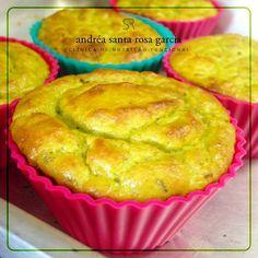 Muffin Proteico Salgado (insta @andreasantarosagarcia). 140g frango desfiado (cozido e temperado). 50g couve-flor (cozida e temperada). Temperos a gosto (cebolinha, salsinha, alho triturado, sal rosa, pimenta do reino). 2 ovos. Fermento em pó. Em um processador, bata o frango, a couve-flor, os ovos e os temperinhos até formar uma pasta homogênea. Disponha nas forminhas de cupcake e coloque em forno médio pré aquecido por 10min ou até dourar.