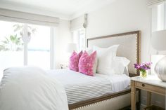 Bedroom : pink pillows