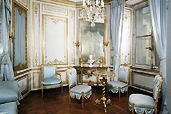 Pale blue for the daytime salon of Marie Antoinette in Versailles. French Interior, French Decor, Interior Design, Simple Furniture, French Furniture, Royal Furniture, Classic Furniture, Antique Furniture, Luis Xvi