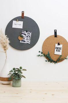 Mooie memoborden van kurk met velours - Wonen voor jou Room Decor, Wall Decor, New Living Room, Room Inspiration, Home Furnishings, Home Office, House Design, House Styles, Interior