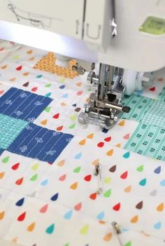 Positively Plus Mini Quilt and Crib Quilt Tutorial | Diary of a Quilter - a quilt blog Quilting Tutorials, Quilting Designs, Beginning Quilting, Quilt In A Day, Nine Patch Quilt, Mini Craft, Quilt Binding, Machine Quilting, Quilt Blocks