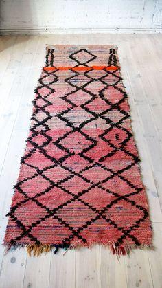 Vintage Moroccan Rag Rug  BOUCHEROUITE runner neon por lacasadecoto, €175.00