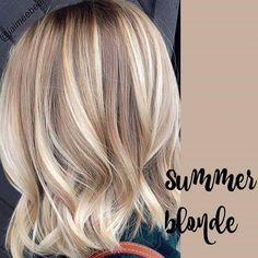 Blonde Hair With Highlights, Brown Blonde Hair, Blonde Bayalage, Honey Balayage, Low Lights Hair, Light Hair, Medium Short Hair, Short Hair Cuts, Summer Hairstyles