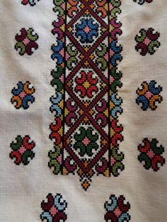 Blackwork Cross Stitch, Cross Stitch Floss, Cross Stitch Art, Cross Stitch Designs, Border Embroidery, Hardanger Embroidery, Cross Stitch Embroidery, Needlework, Bohemian Rug