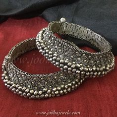 Product Details: Rare antique anklets in pure silver , old with most intricate craftsmanship and ghungroos closely secured. Bridal Jewelry, Jewelry Art, Silver Jewelry, Jewelry Design, Fashion Jewelry, Clay Jewelry, Boho Fashion, Bridal Nose Ring, Gold Chain Design