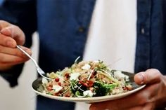 Boordevol vitaminen: de Superfood Salad van Jamie Oliver (video)