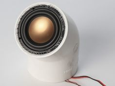 Speaker made from a toilet PVC pipe (how-to in Dutch)