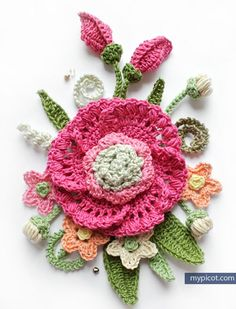 Crochet Bouquet of Flowers This crochet pattern / tutorial is available for free. Full Post: Crochet Bouquet of Flowers Crochet Motifs, Crochet Flower Patterns, Freeform Crochet, Thread Crochet, Knit Or Crochet, Irish Crochet, Crochet Designs, Crochet Crafts, Crochet Projects