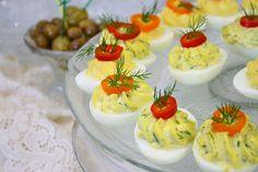 Reteta culinara Oua umplute din categoria Aperitive / Garnituri. Specific Romania. Cum sa faci Oua umplute
